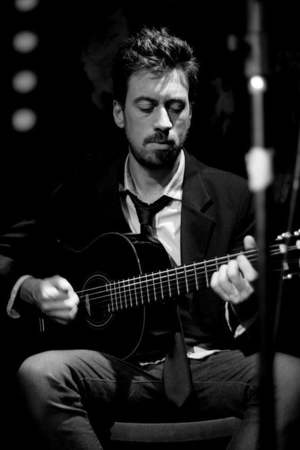 José Torelli - guitarra